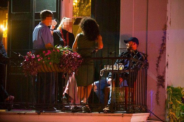 Justin ve Alisha daha sonra eğlendikleri bardan ayrı ayrı çıktılar.