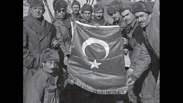1950 - Türkiye, Kore Savaşı'na katıldı.