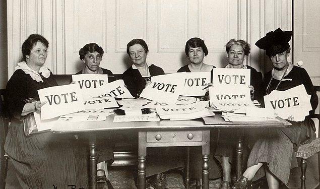 1893 - Kadınlar ilk kez bir ulusal seçimde (Yeni Zelanda genel seçimleri) oy kullandı.