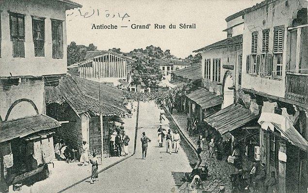 1937 - Hatay Devleti'nde bağımsız rejim yürürlüğe girdi.