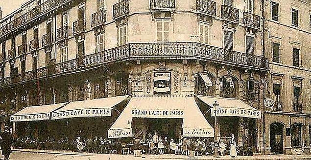 1906 - Dünyanın ilk sinema salonu, Paris'te açıldı.