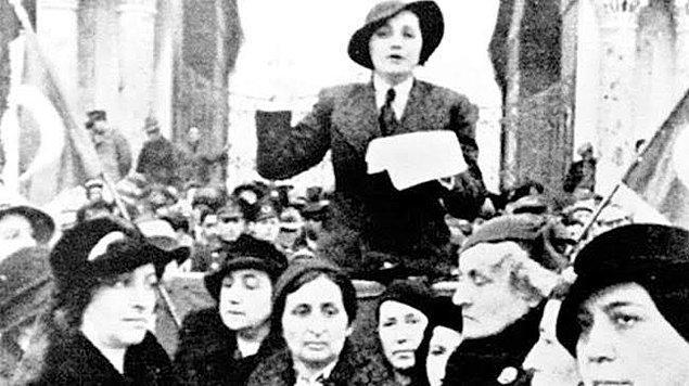 1935 - Türk kadınının siyasal haklarını kazanması.