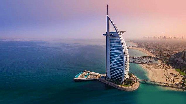 1999 - Burj Al Arab (321 metre yükseklikle dünyanın en yüksek oteli) hizmete açıldı.