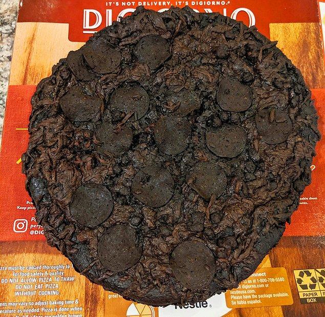 18. Pizzayı 8 saat fırında unutunca;