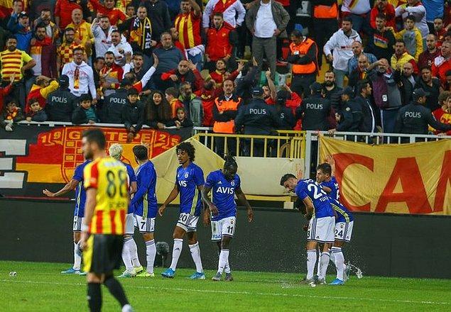 Altay, kurtardığı penaltı sonrası oyunu eliyle başlattı. Kruse savunmanın arkasına pasını atarken Garry Rodrigues, karşı karşıya durumda yaptığı vuruş ağlara giderken Moses son anda dokunarak golü attı.
