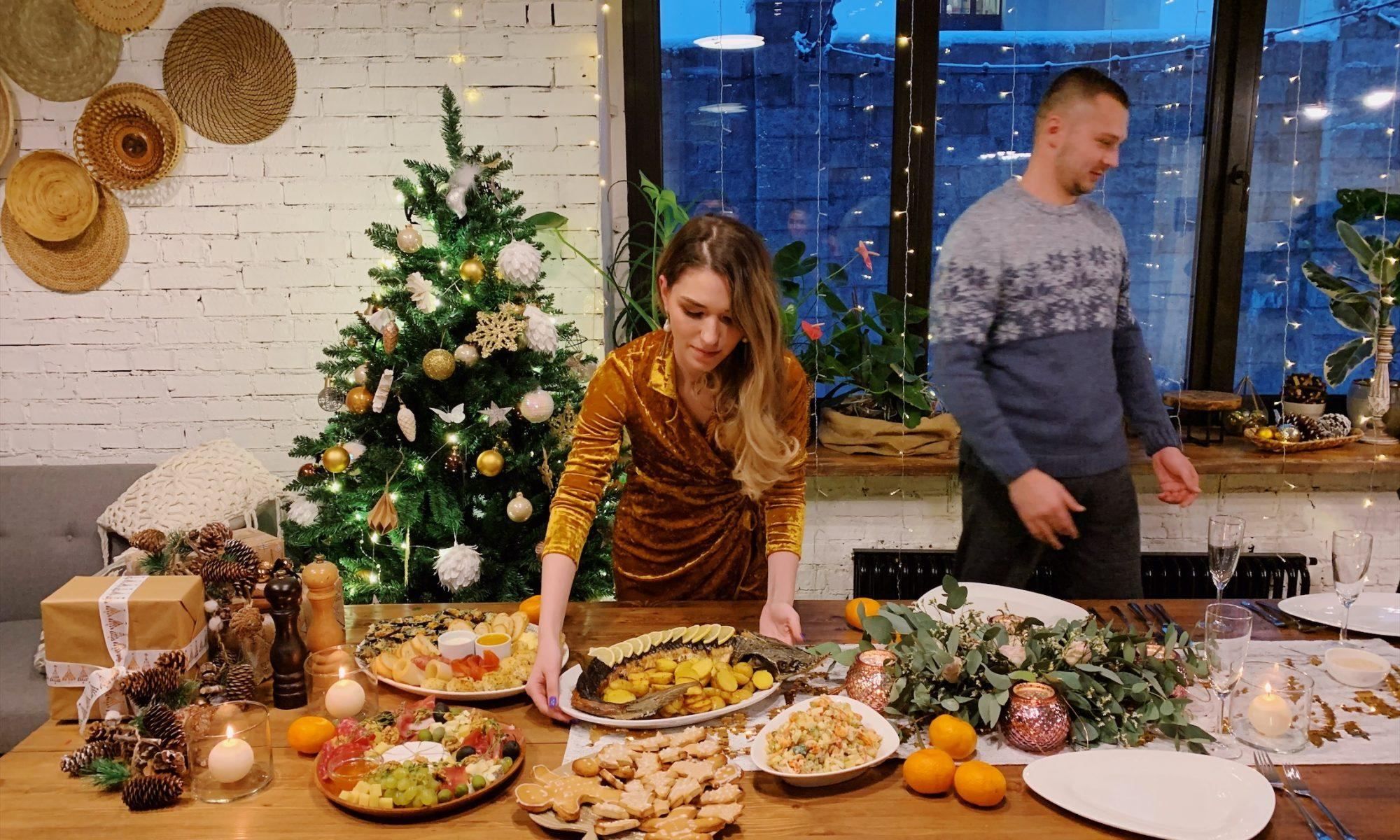 картинка где семья готовится к новому году