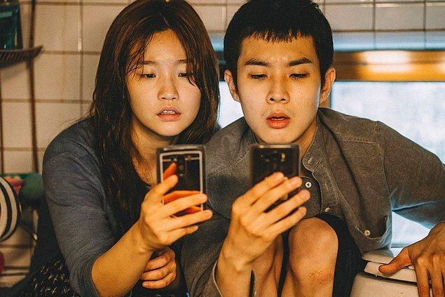 """Oscar ödüllü Güney Kore filmi """"Parazit"""", yılın en çok aranan filmiydi."""