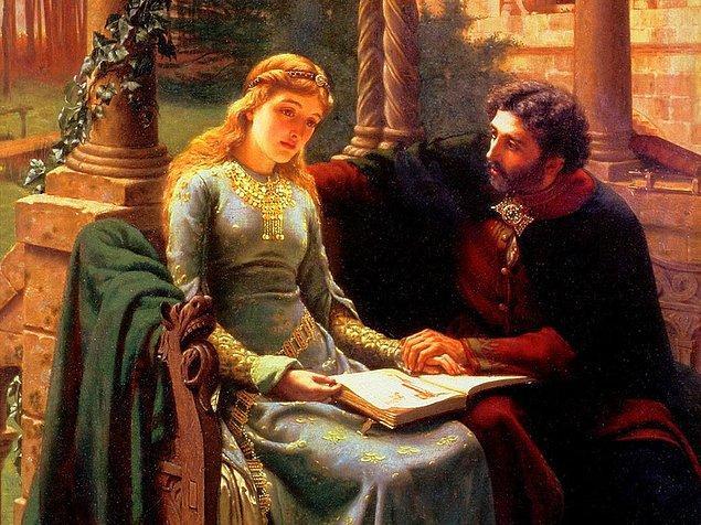 Ortaçağ'da kilise her şeye karşı çıktığı gibi evlilik yüzüğüne de karşı çıkmış. Protestanlığın ilk zamanlarında bu yüzüklerin bir pagan inancı olduğunu öne sürmüşler. Ama sonradan onlar da bu yüzükleri kabul etmişler.
