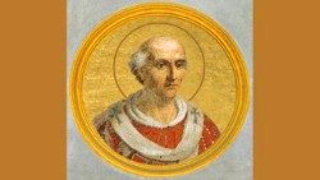 Altın alyans fikrini ilk kez 860'lı yıllarda Papa Nicolas ortaya atmış. Böylece nişan ve düğün yüzüğü birbirinden ayrılmış.