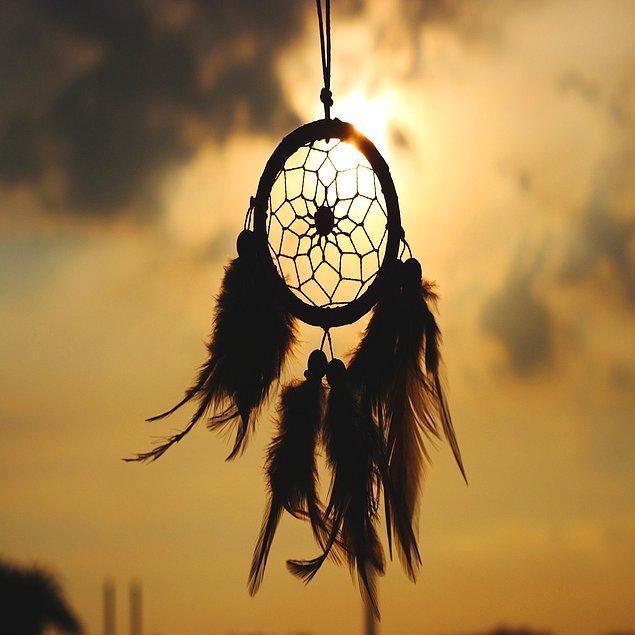 Herkes uyurken rüya görür, ama istesek de istemesek de kabuslar da uykunun bir getirisi...
