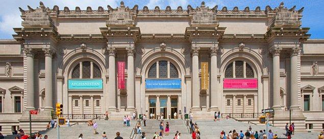 Dünyanın en büyük müzesi burada bulunuyor.