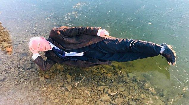 8. Bayburt'taki Gökçedere Gölü dondu. Vatandaşlar gölde hatıra fotoğrafı çekilmek isteyince ortaya ilginç görüntüler çıktı.