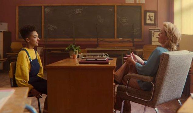 Otis'in okulundaki öğrencilerin cinsel bilgisinin zayıf olmasından dolayı, Jean evinin sınırları dışına çıkarak okulda da terapistlik yapmaya başlıyor.