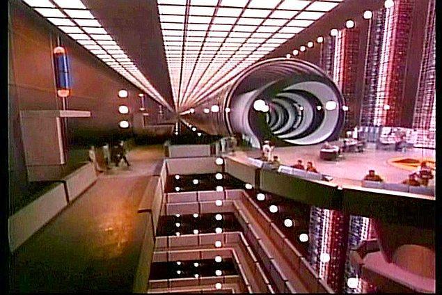 3. Yeşil ekran ve özel efektlerden önce kullanılan yaratıcı film setleri: