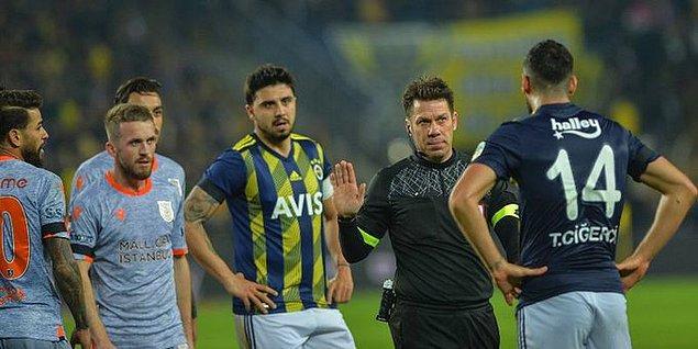 45.dakikada ceza sahasında Tolga Ciğerci ile Caiçara arasında yaşanan pozisyonda hakem Fırat Aydınus penaltı kararı verdi. Daha sonra VAR monitöründen pozisyonu izleyen Aydınus kararını iptal etti.
