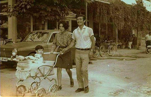 3. Hafta sonu bebekleri ile gezmeye çıkmış bir çift, Konya, 1970.