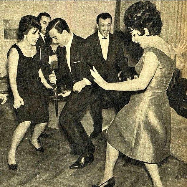 22. Ayhan Işık, Sadri Alışık ve Belgin Doruk, İstanbul, 1970.
