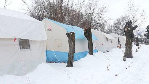 """""""Merkez üssü Sivrice'de 1 çadırda 21 kişi"""""""