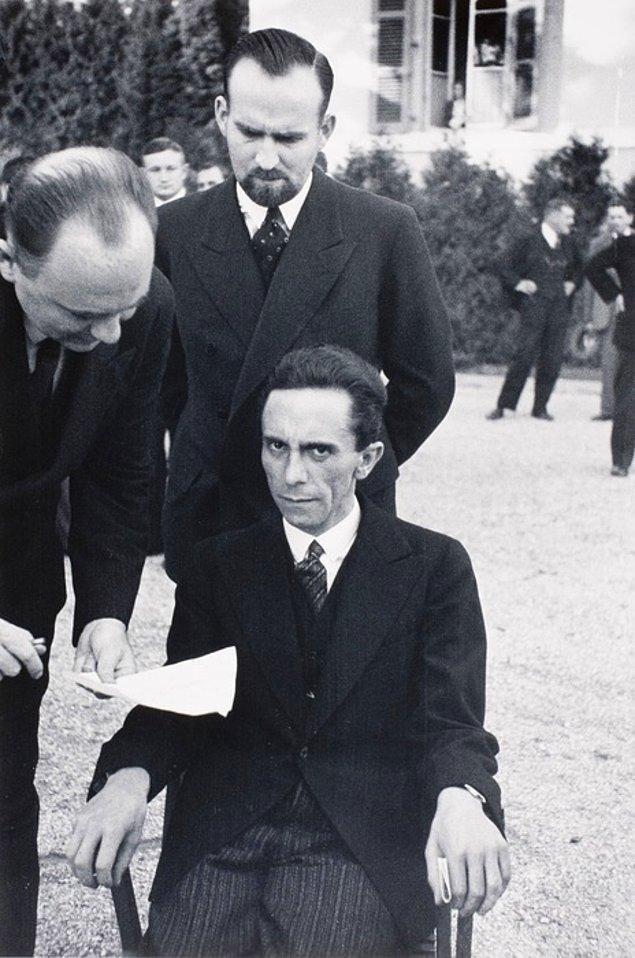 22. Yahudilerden nefret eden Joseph Goebbels'in, fotoğrafı çeken kişinin yahudi olduğunu öğrendiği an...