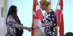 В Дании человеку, отказавшемуся пожать руку, отказали в гражданстве