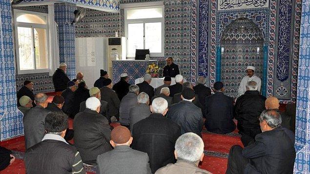 Başlamadan önce bir not ile başlayalım. İslam dininde Cuma namazının hükmü nedir?