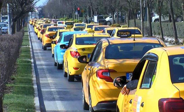Konvoy yapan 200 taksici pazar alanında toplandı