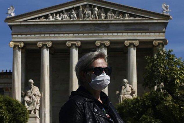 Yunanistan'da sokağa çıkma yasağı ilan edildi.