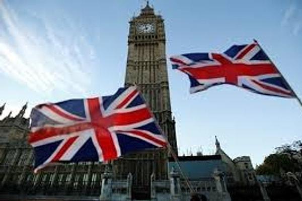 """Великобритания включила розничные магазины, продающие алкогольные напитки, в список """"точек, которые должны быть открыты во время карантина"""""""
