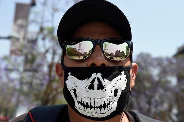 На лицо ужасные, добрые внутри: Картели в Мексике начали помогать беднякам во время коронавируса
