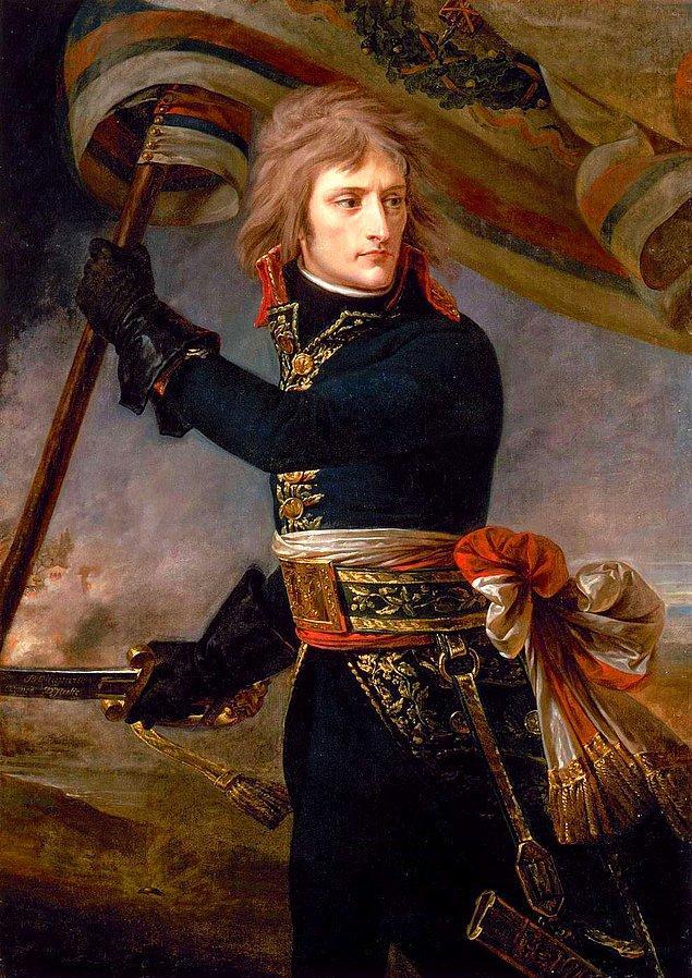 4. Napolyon kısa boylu değildi.
