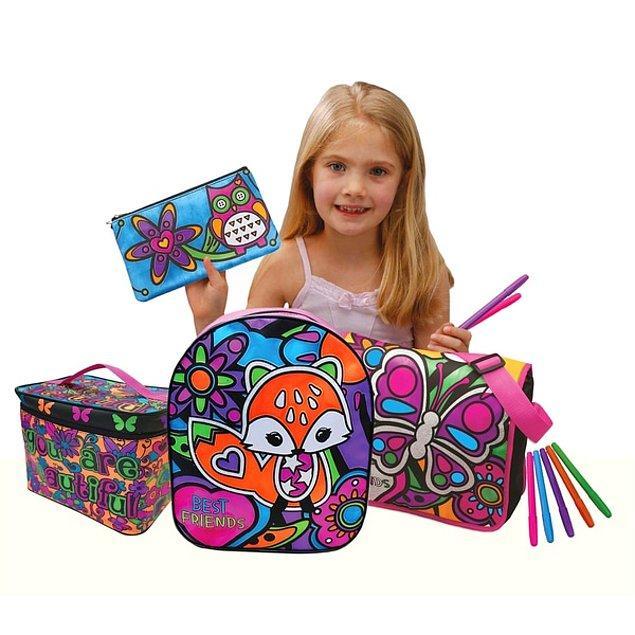 10. Gelen çantanın rengini beğenmeme olasılığını tamamen ortadan kaldıran bu boyanabilir çanta setleri harika bir hediye olabilir.