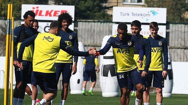 11. Fenerbahçe'de futbolcuların 4 Mayıs'ta Samandıra Tesisleri'nde toplanarak sosyal mesafe kuralı çerçevesinde çalışmalara başlaması bekleniyor.