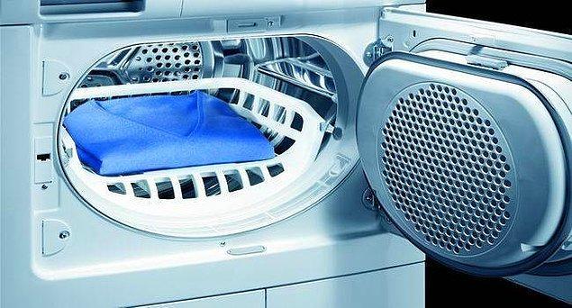Çamaşır kurutma makinelerinin büyük kolaylık olduğunu biliyoruz. Ama evinizde açık ara en çok enerji harcayan üründür. Mümkünse almayın, kullanmayın.