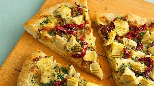 9. Vejetaryen pizzaya yeni bir soluk getirecek: Enginar Kalpli Pizza