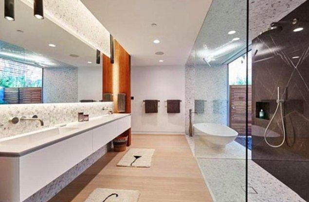 Evin içinde bulunan 11 banyo da bu şıklıkta olsa gerek...