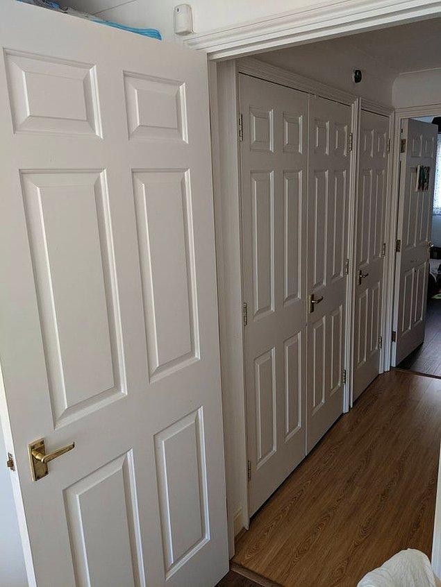 """4. """"Yaşadığım evde birbirinin dibinde bu şekilde kapılar var."""""""