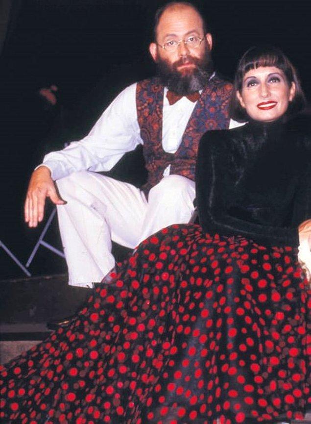 """Eski eşi Eser Noyan ile """"Noyan&Noyan"""" isimli bir müzik grubu vardı Engin Noyan'ın; 90'lı yılları hatırlayanlar bu ikiliyi bileceklerdir. Ancak 2000'lerin başında Eser Noyan, eşinin bir makyözle birlikle olduğu iddiasıyla boşanma davası açtı."""