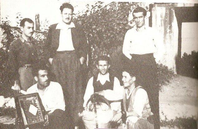 1932'de gazeteci arkadaşlarının da yardımıyla 'Geçit' dergisini çıkartmaya başladı.
