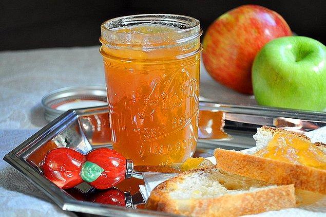 8. Kızarmış ekmeğe sürmeye doyamayacağınız: Elma Reçeli