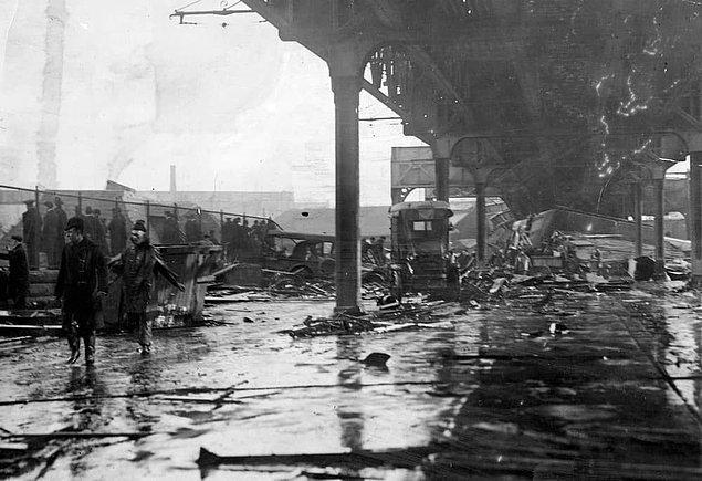 Pekmez seli felaketinin bilançosu oldukça ağırdı; yaşanan can kayıplarının yanı sıra çevredeki evler ve iş yerleri büyük ölçüde zarar görmüş, tank parçasının isabet ettiği bir köprü de kısmen yıkılmıştı.