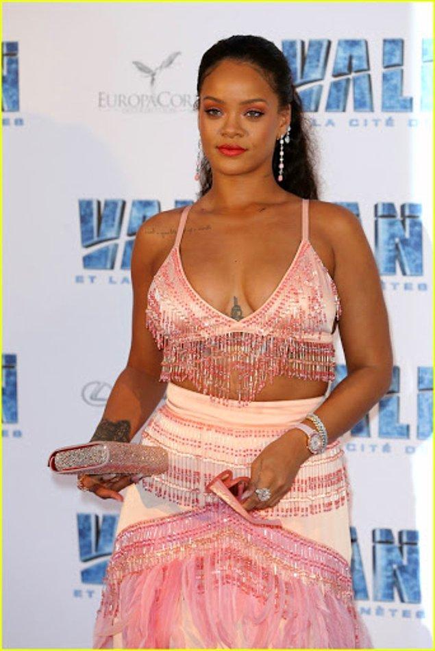 Baldırımızla, bacağımızla, balık etimizle iyiyiz biz böyle. Herkesin sağlıklı olduğu bir kilo vardır, gerisi yalan dolan ayrıca Rihanna'dan başkası da yalan!