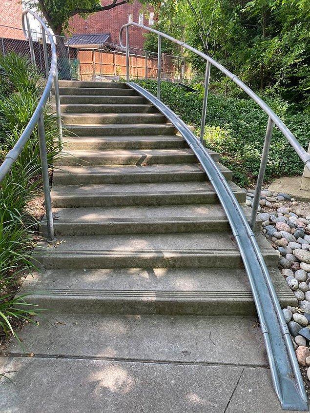 17. Ve son olarak, bisikletinizin tekerlerini sürtmeden merdiven çıkmanızı sağlayan rampa:
