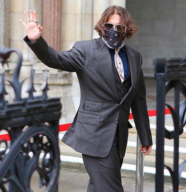 Johnny Depp mahkemede boşanma nedeni olarak Amber Heard'ün bilerek ve isteyerek yataklarına kakasını yaptığını iddia etti.