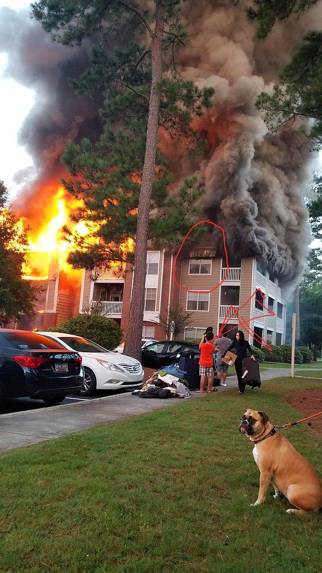 """2. """"Şu an karşımda oturduğum apartman yanıyor. İşaretlediğim yer benim dairem."""""""