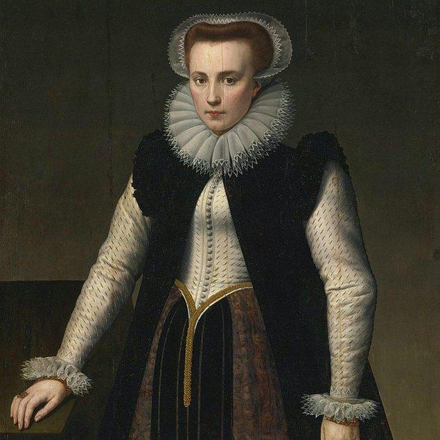Ama Adrenochrome'un biraz daha geçmişi var: 17.yüzyılda Elizabeth Bathory, bir diğer ismi ile Kanlı Kontes'in düzenlediği kan akıtma partileri ile bu geleceğin başını çektiğine inanılmakta.