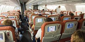 """Бортпроводник предупреждает: """"Не используйте наушники в самолете!"""""""