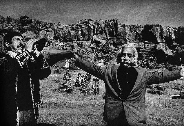 6. Ermenistan'daki bu adam kaybettiği oğlunun anısı için dans ediyor.