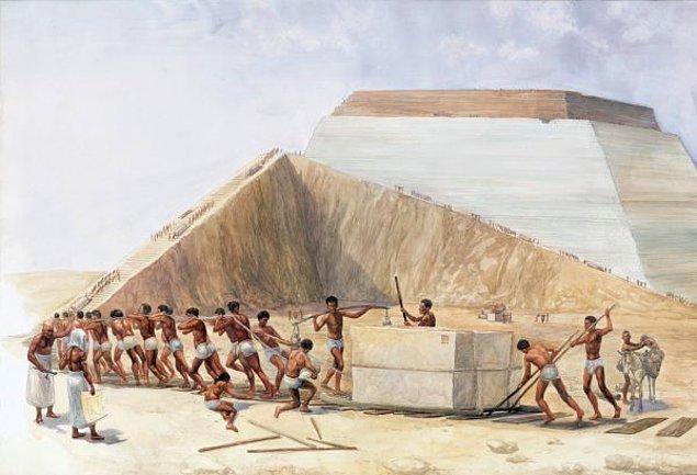 Piramitleri köleler değil, Firavunun istihdam ettiği Mısırlı işçiler ve ustalar inşa etmiştir.