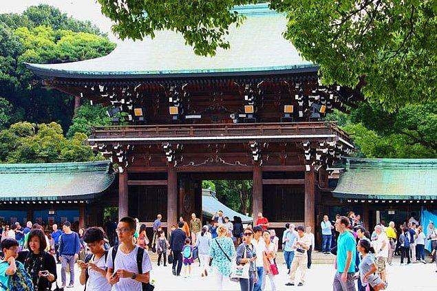 Japonya'da gerçekleştirilen bu ritüel kapsamında her 20 yılda bir türbeler tamamen yıkılıyor.