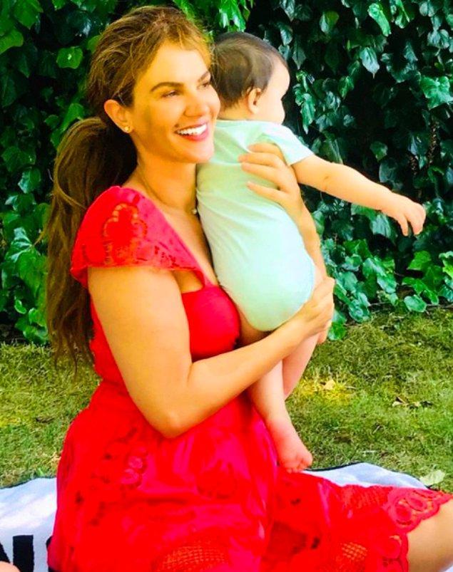 Evlilik haberinin ardından paylaştığı emzik fotoğrafıyla hamileliğini duyuran çift geçtiğimiz yıl Kasım ayında kızları Siena Leyla'yı kucaklarına almıştı.